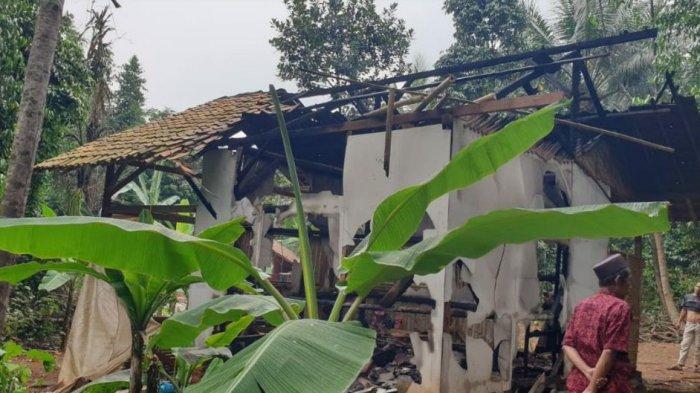 Ditinggal Berjualan Es Kelapa, Rumah Warga di Serang Ludes Terbakar