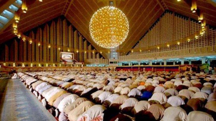 NU dan Muhammadiyah Kompak: Salat Tarawih dan Idul Fitri di Rumah Saja, Halal Bihalal Dihindari