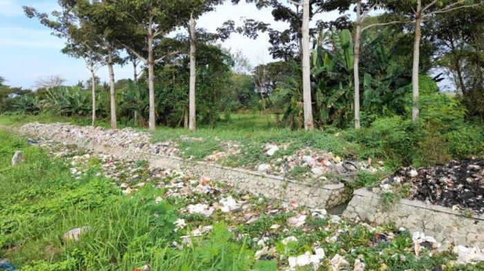 Sungai Irigasi di Tirtayasa Dipenuhi Sampah Plastik, Warga Biasa Buang Sampah Sembarangan