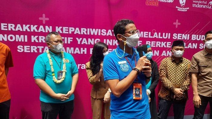 Menteri Pariwisata dan Ekonomi Kreatif Sandiaga Uno dalam acara dialog publik yang diprakarsai Kalea dan Dinas Pariwisata Provinsi Banten di Hotel Ratu Horison, Kota Serang, Banten, Selasa (6/4/2021).