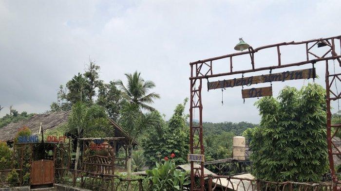 Saung Dolet di Jalan Raya Palka KM 06, Cipelem Paleh, Pabuaran, Ciomas, Kabupaten Serang.