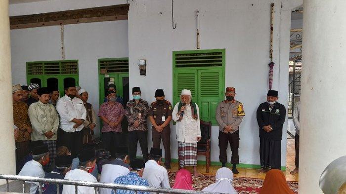 BREAKING NEWS: 16 Pengikut Hakekok Balakasuta Tiba di Desa Karang Bolong, Dikawal Personel TNI-Polri