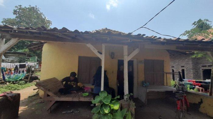 Derita 4 Yatim Piatu Kota Serang: Kalau Hujan Tak Bisa Tidur Takut Rumah Roboh