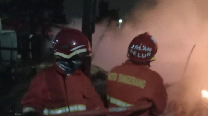 Kebakaran Melanda Pabrik Tahu di Ciledug Jelang Tengah Malam, Petugas Sempat Kesulitan Padamkan Api