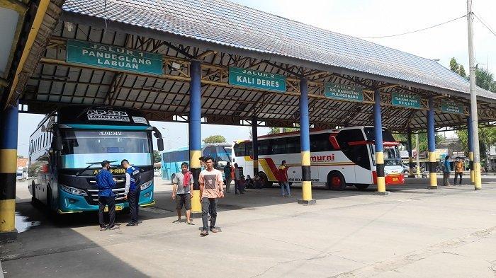Bus Berstiker Khusus di Terminal Pakupatan Tetap Jalan Meski Angkut Sedikit Penumpang