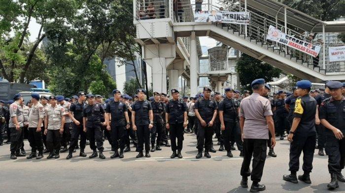 BEM SI Gelar Aksi Demo di Depan Gedung KPK, Polisi Siagakan 600 Personel untuk Pengamanan