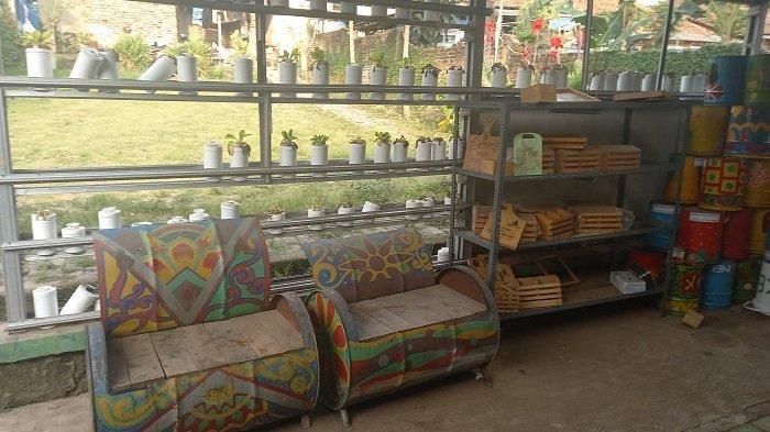 Cerita Nur Cholis Manfaatkan Limbah Drum jadi Meja dan Kursi Bernilai Jual Jutaan Rupiah
