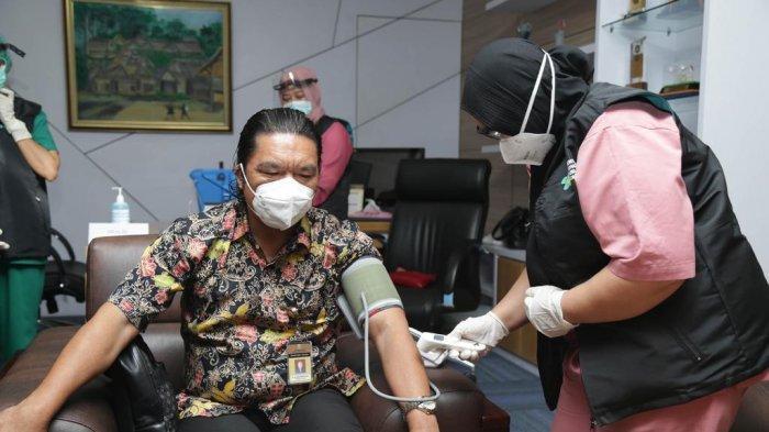 Disuntik Vaksin Covid-19 Dosis Kedua, Sekda Banten: Alhamdulillah Tanpa Gejala