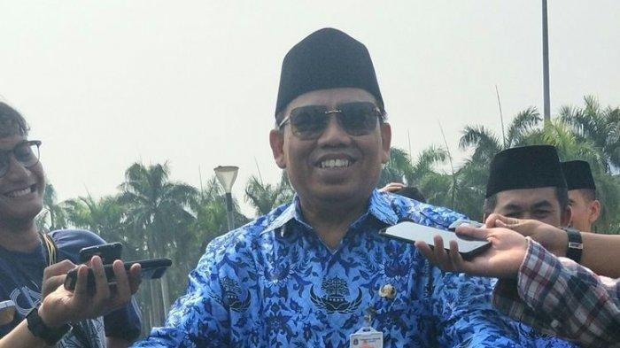 Sekretaris Daerah (Sekda) DKI Jakarta Saefullah saat ditanya apakah bersedia diusulkan menjadi calon wakil gubernur (cawagub) DKI Jakarta oleh Partai Gerindra di kawasan Monas, Jakarta Pusat, Minggu (10/11/2019).