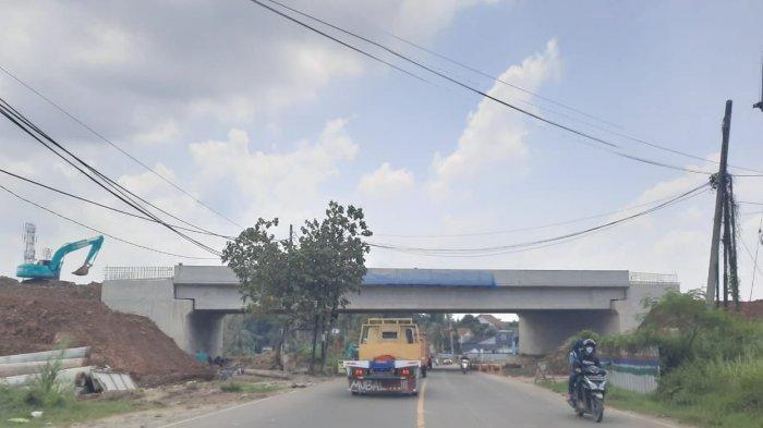 Seksi 1 Jalan Tol Serang-Panimbang saat ini progres konstruksi hingga November 2020 sudah mencapai 84,18 persen.