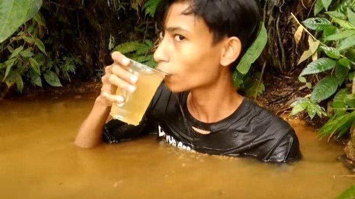 Demi Konten, Remaja Ini Nekat Kumur Pakai Air Septic Tank, Dibilang Minum Jus Jeruk, Banjir Kritikan