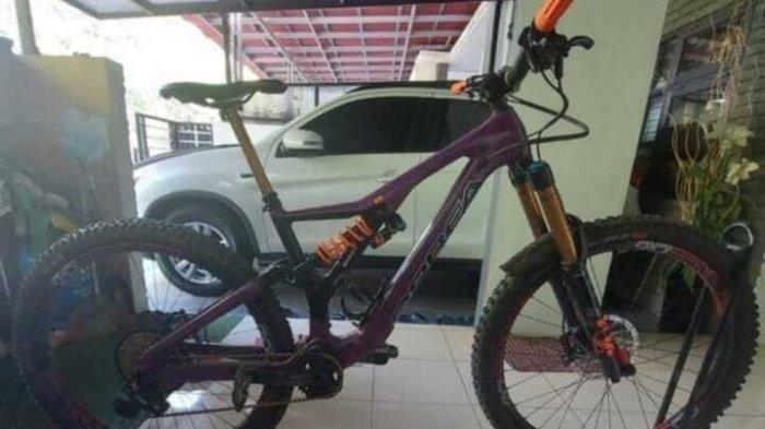 Gila! Sepeda Berlapis Emas Harga Ratusan Juta Hilang di Pamulang, Jejak Pelaku Misterius