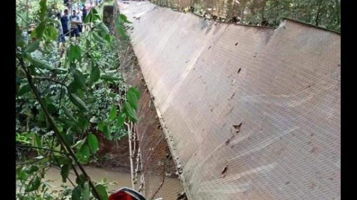 Tali Seling Jembatan Gantung di Curugbitung Lebak Putus, Ada Motor yang Nyangkut