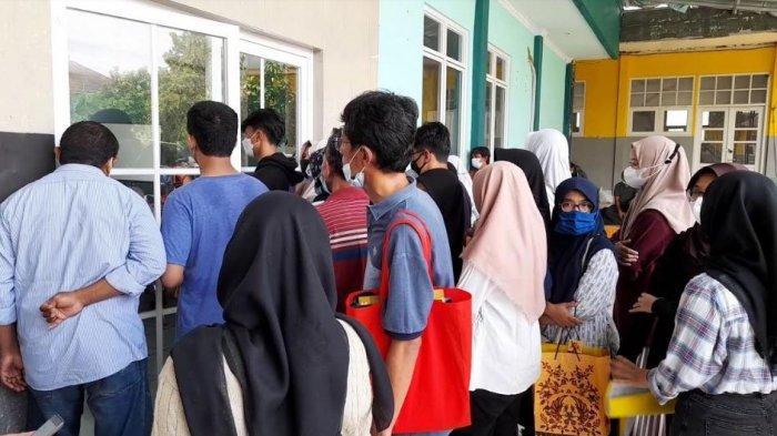 PPDB Online di SMAN 1 Kota Serang Bermasalah, Orangtua Murid Berkerumun Hingga Didatangi Satpol PP