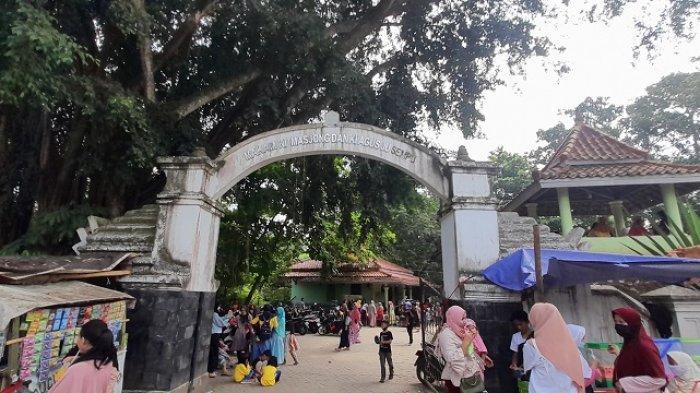 Hari Kedua Lebaran, Tempat Wisata Religi Situs Banten Girang Ramai Dipadati Wisatawan