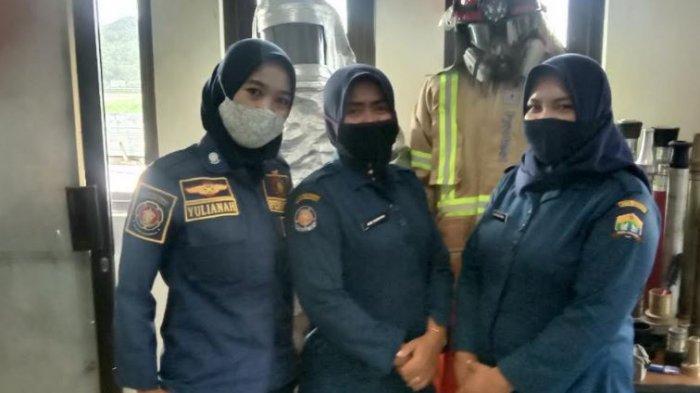 Para Srikandi Tangguh Pemadam Kebakaran di Serang, Kerja Penuh Risiko Tapi Gaji Rp1,7 Juta per Bulan
