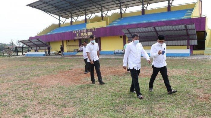 Siap-siap untuk Berolahraga di Stadion Sepak Bola Mini Ki Tangerang