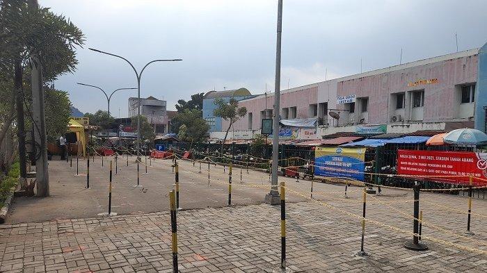 Suasana Stasiun Rangkasbitung, Kabupaten Lebak, tampak sepi pada Kamis (6/5/2021) pasca-ditutup sementara oleh PT Kereta Commuter Indonesia (PT KCI).