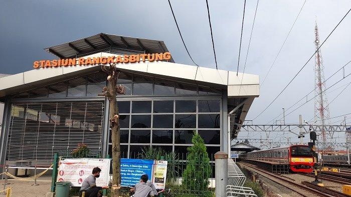 Kondisi Stasiun Rangkasbitung Pasca-Ditutup Sementara, Pintu Utama Ditirai Besi dan Dijaga Polisi