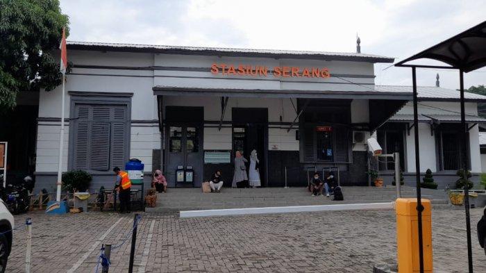 Stasiun Serang Kembali Beroperasi dan Cerita Warga yang Ketinggalan Kereta karena Anaknya Menangis