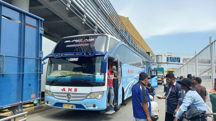 Lima Bus Berdatangan dari Jakarta ke Pelabuhan Merak, Penumpang: Lancar-lancar Saja