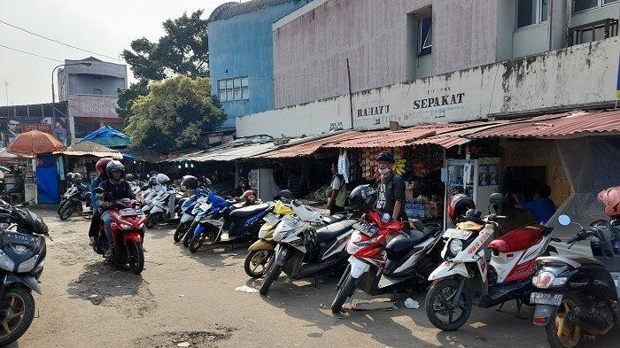 Suasana di depan Stasiun Rangkasbitung, Kabupaten Lebak, Banten, Senin (10/5/2021), pasca-larangan mudik 2021.