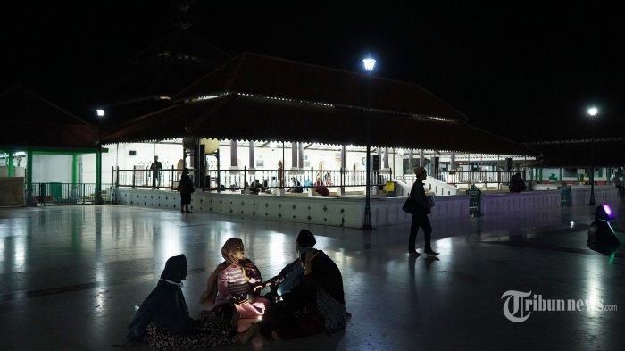 Suasana di Masjid Agung Banten di Kawasan Banten Lama, Kota Serang, Banten, Jumat (16/10/2020).
