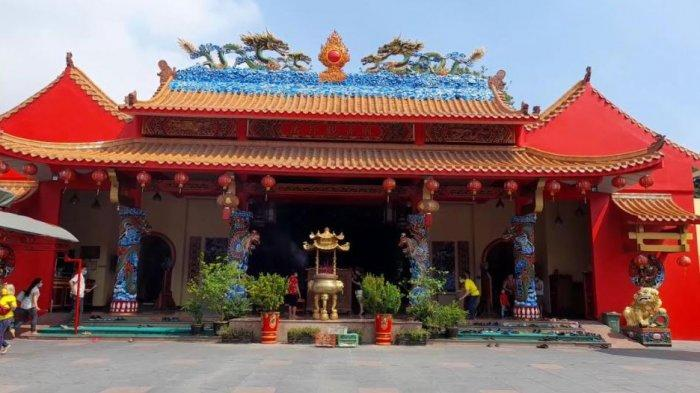 Suasana di Vihara Avalokiteshvara Serang, Banten saat hari Raya Waisak, Rabu (26/5/2021)