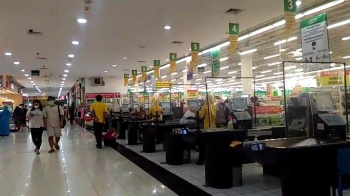 Suasana hypermarket Giant Ekstra Serang, di Jalan Raya Serang-Pandeglang, Cipare, Kecamatan Serang, Kota Serang, Banten, Rabu (26/5/2021).Rencananya, seluruh gerai Giant di Indonesia akan ditutup pada Juli 2021.