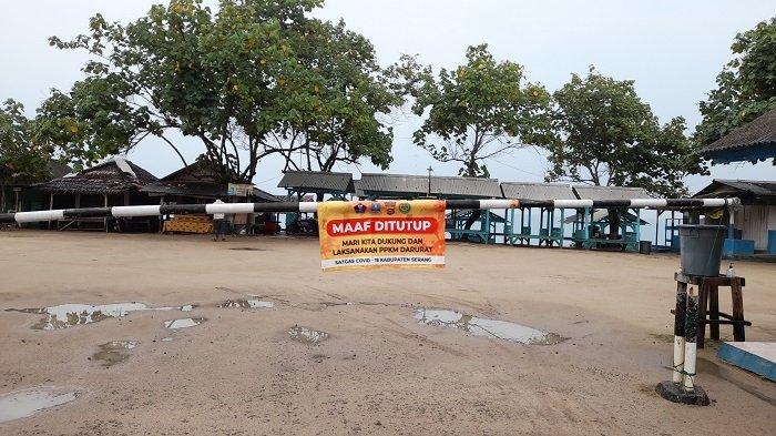 Pintu Masuk Kawasan Pantai Anyer Ditutup Portal, Pengunjung Pun Sepi