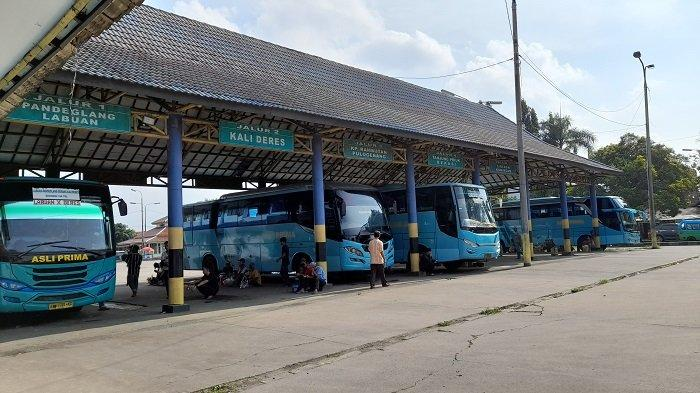 Suasana Terminal Pakupatan, Kota Serang Kota Serang, Sabtu (10/4/2021), jelang pemberlakuan larang mudik 6-17 Mei 2021.