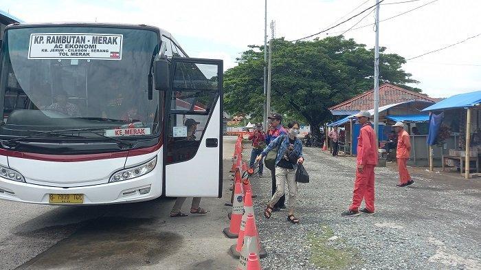 Suasana Terminal Terpadu Merak di Jalan RE Martadinata nomor 1 Kelurahan Tamansari, Kecamatan Pulau Merak, Kota Cilegon, Banten, Sabtu (10/4/2021).