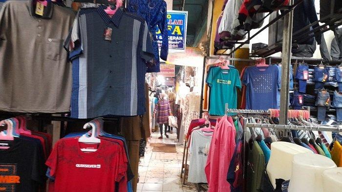 PPKM Darurat, Toko Pakaian di Pasar Rau Kota Serang Sepi Pembeli