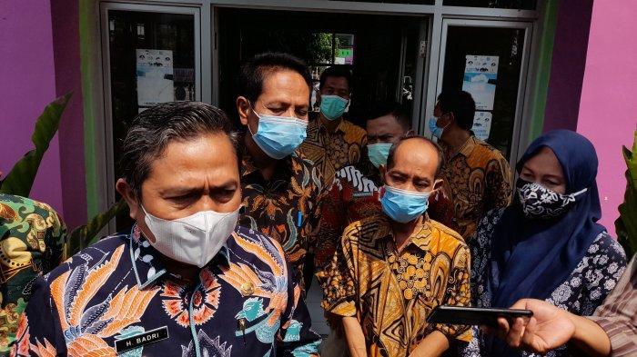 Wakil Wali Kota Serang Subadri Usuludin saat meninjau saat vaksinasi Covid-19 pelajar di SMPN 11 Kota Serang, Kamis (26/8/2021).