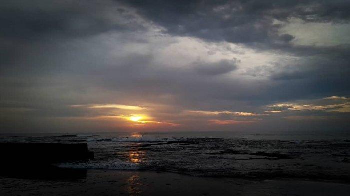 Pesona Sunset di Pantai Anyer, Sajikan Keindahan Alam yang Tak Terlupakan