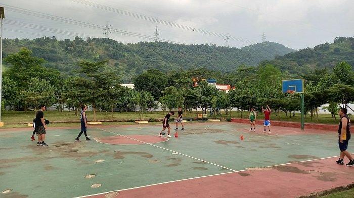 Dikeliling Bukit Hijau, Taman Boiler Indonesia Power Suralaya Tempat Favorit Olahraga Warga