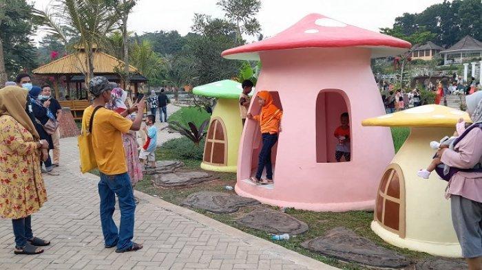 Taman Wisata Mahoni Bangun Sentosa (MBS) di Jalan Cikasir, Kemanisan, Kecamatan Curug, Kota Serang dapat menjadi salah satu tempat tujuan wisata.