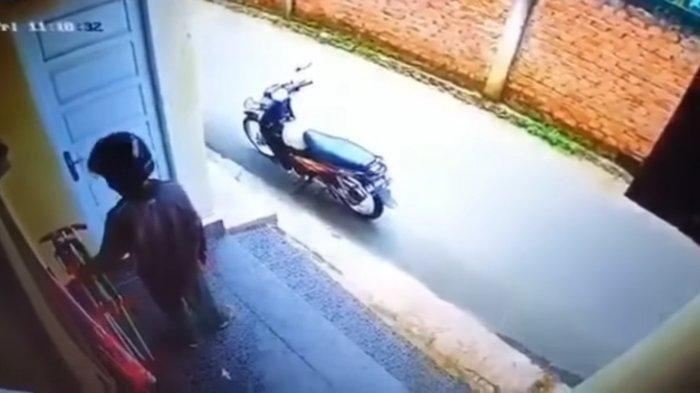 Seorang Pria Curi Celana Dalam Wanita di Lubuklinggau,  Beraksi Siang Hari dan Terekam CCTV