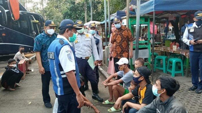 Dinas Perhubungan Kota Tangerang mulai melakukan pengecekan pergerakan penumpang di Terminal Poris Plawad, Jumat (30/4/2021).