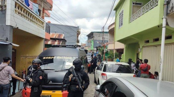 Geledah Rumah Terduga Pelaku Bom Bunuh Diri di Makassar, Robot Penjinak Bom Dilibatkan