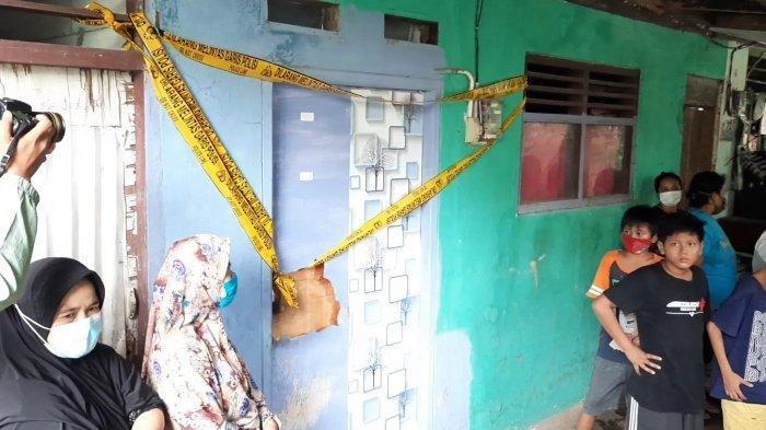 TKP kediaman pelaku mutilasi di Kampung Pulo Gede, RT 05 RW 011, Kelurahan Jakasampurna, Bekasi Barat, Kota Bekasi. Sosok Pelaku diungkap tetangga rumahnya.