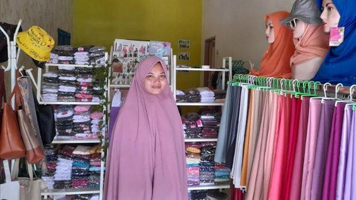 Sempat Raup Untung Puluhan Juta, Pemilik Toko Pakaian Muslim Ini Kini Tak Laku Karena Pandemi