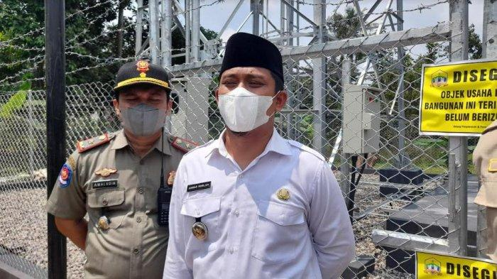 Dinas Penanaman Modal Perizinan Satu Pintu (DPMPSP) Kota Serang melakukan penyegelan tower BTS yang berada di Kampung Tinggar, Kelurahan Sukalaksana, Kecamatan Curug, Kota Serang, Rabu (8/9/2021).