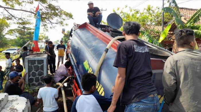 Jembatan Retak di Serang, Truk Pengangkut Air Nyemplung ke Sungai