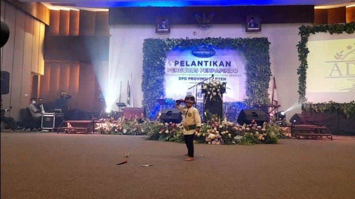 Melihat Atraksi Debus Bocah 5 Tahun, Mahir Peragakan Jurus Silat Banten hingga Tak Mempan Digolok