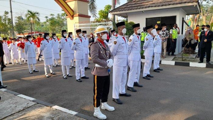 Pemerintah Kota Serang menggelar upacara Peringatan HUT ke-76 RI di kantor pusat pemerintahan Kota Serang, pada Selasa (17/8/2021).