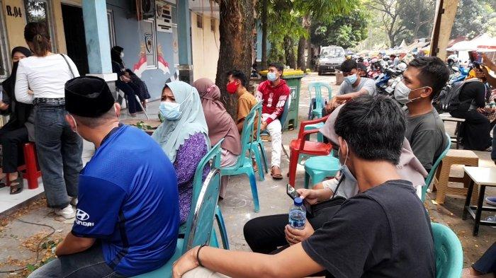 Dinas Kesehatan Kota Serang Gelar Vaksinasi Covid-19 di Stadion Maulana Yusuf, Sasar PKL