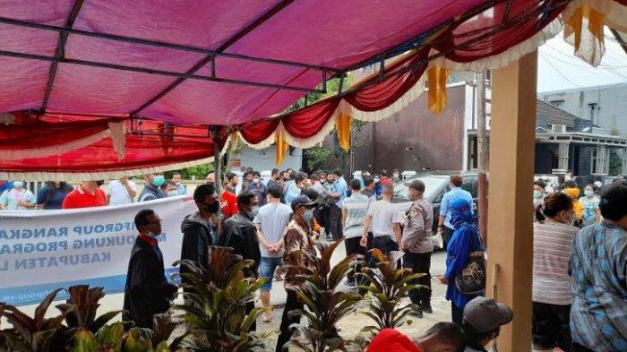 Ratusan Orang Antusias Ikuti Vaksin Massal di Rangkasbitung, Warga Diimbau tak Berkerumun