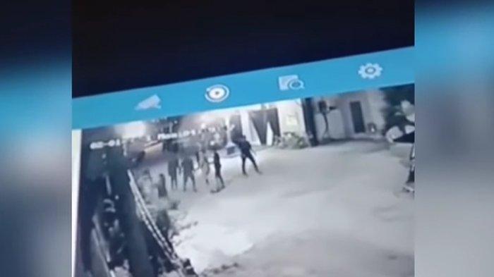 Video Detik-Detik Rinto Sabua CS Keroyok Anggota TNI di Parkiran, Merengek saat Ditangkap Aparat