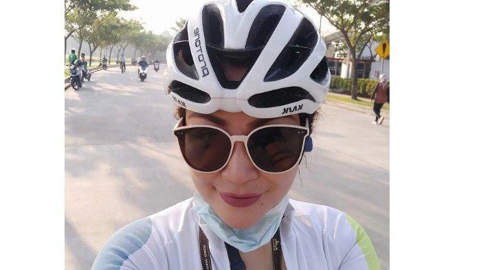 Kronologi Artis Virnie Ismail Kecelakaan Sepeda di Bintaro, Diduga Tabrak Galon yang Jatuh dari Truk